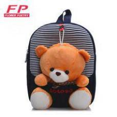 Manjški otroški nahrbtnik z igračo medvedek