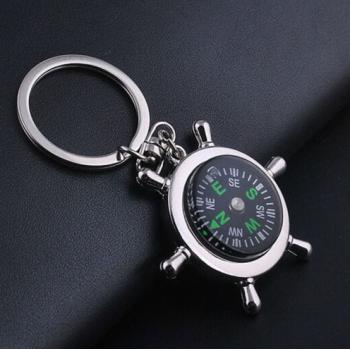 Obesek za ključe kompas